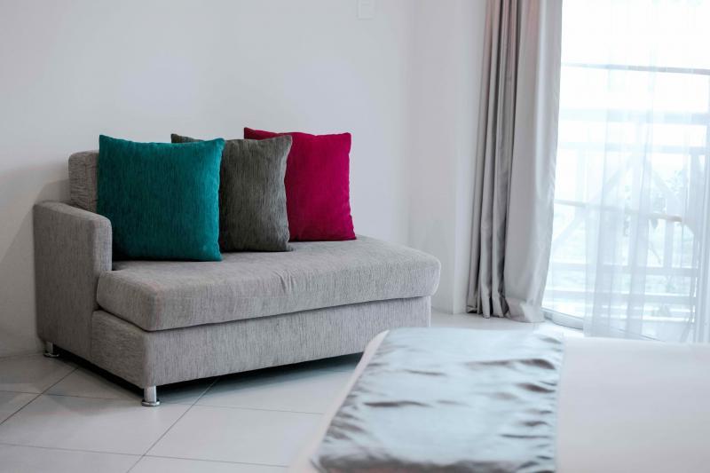 bed-chair-cushions-133919.jpg