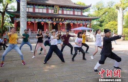 為什么越來越多的外國留學生選擇中國?