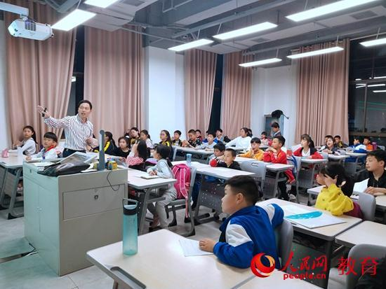 """湖南瀏陽:""""四點半課堂""""免費向孩子們提供服務"""