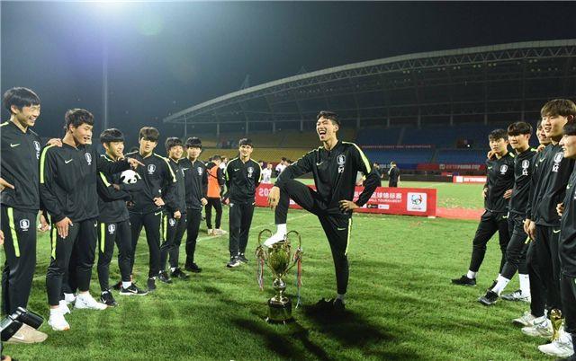 中國足球屢遭羞辱 年輕球員們能知恥后勇嗎?!