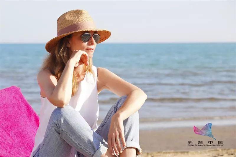 夏天穿什么顏色更涼快?難道不是白色…扎心了