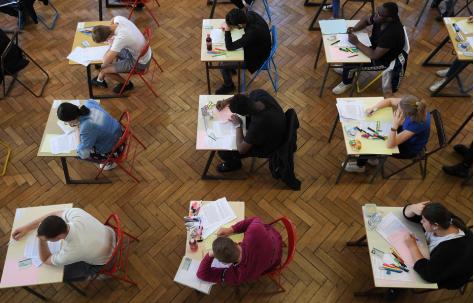 法國高考現泄題丑聞:18名考生被捕 含6名未成年人