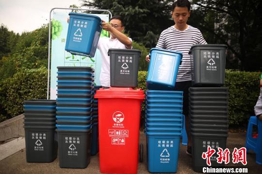 """树环保意识 南京高校开展""""垃圾分类行动"""""""