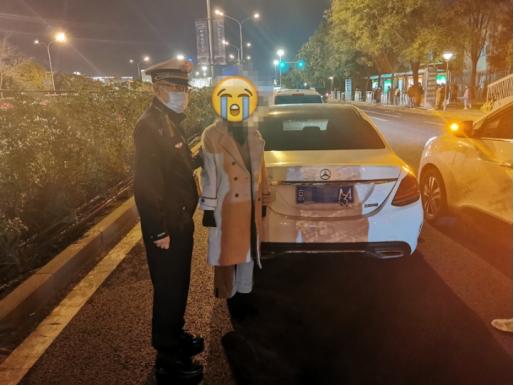 """警探号丨网购贴纸把车牌""""4""""变""""3"""" 司机自作聪明被拘留"""