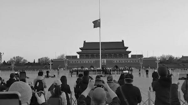 共盼山河无恙!天安门广场降半旗为抗疫牺牲烈士和逝世同胞哀悼