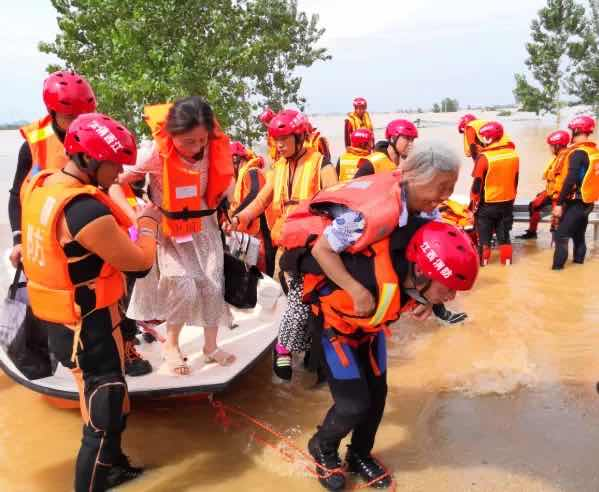 Qnews|全国433条河流发生超警洪水 江西鄱阳水位呈平稳趋势