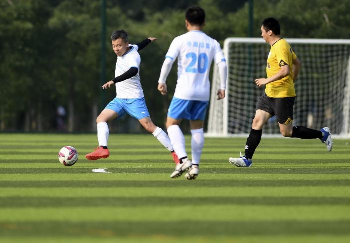 视点   北京冬奥组委与奇安信集团足球友谊赛在北京奥森国奥金冠足球营打响